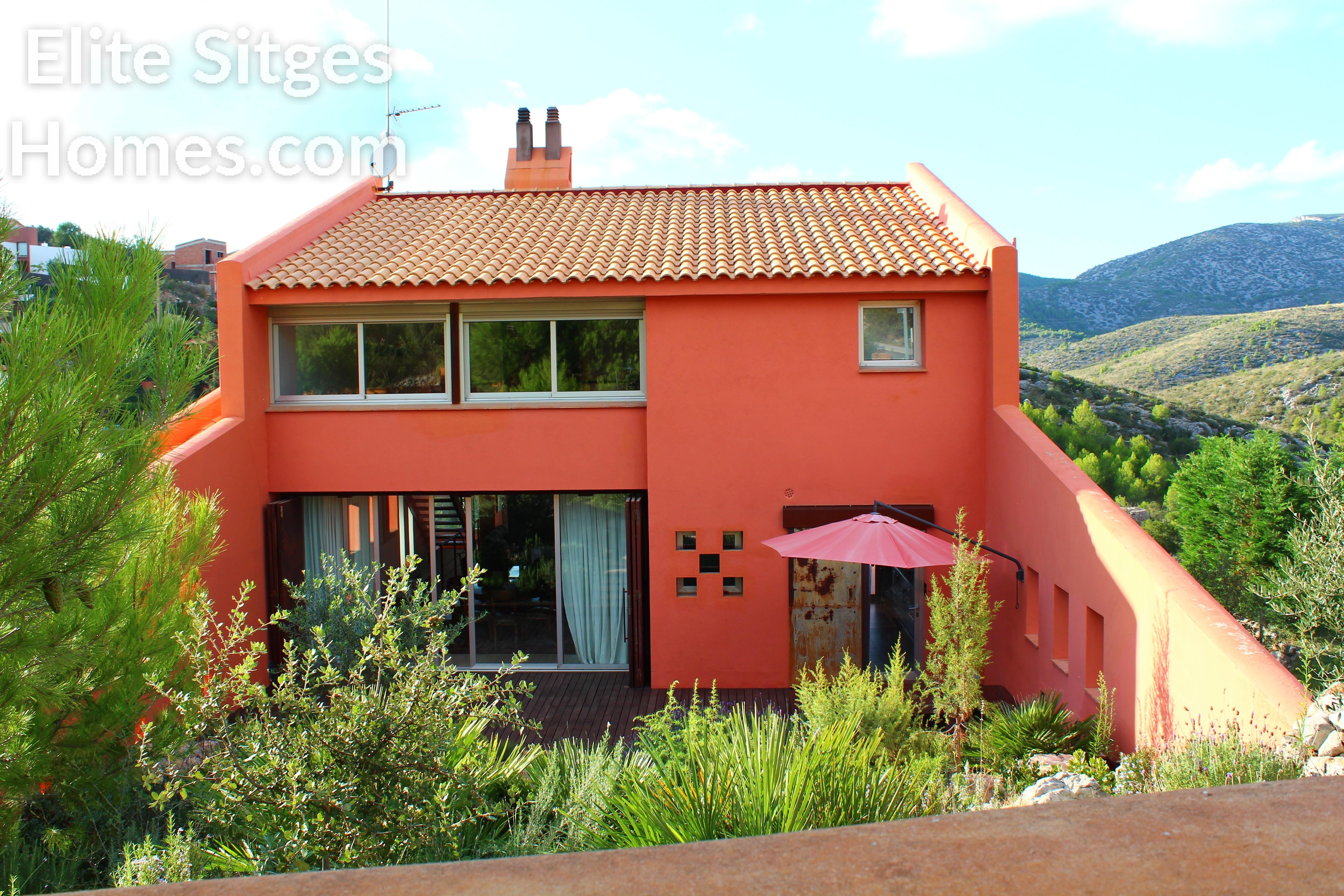 Plana novella cerca de sitges impresionante villa en venta for Novella homes