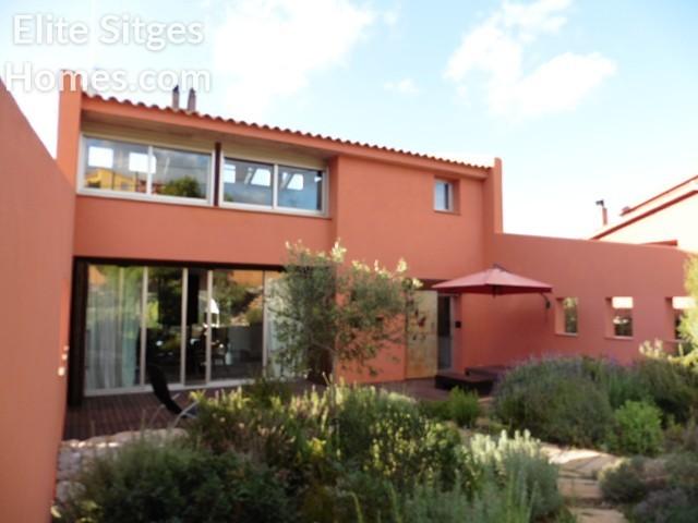 Plana Novella Cerca De Sitges Impresionante Villa En Venta